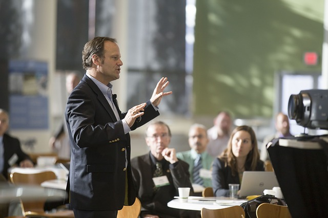 Smart People for Smart Companies: Digital Public Speaking