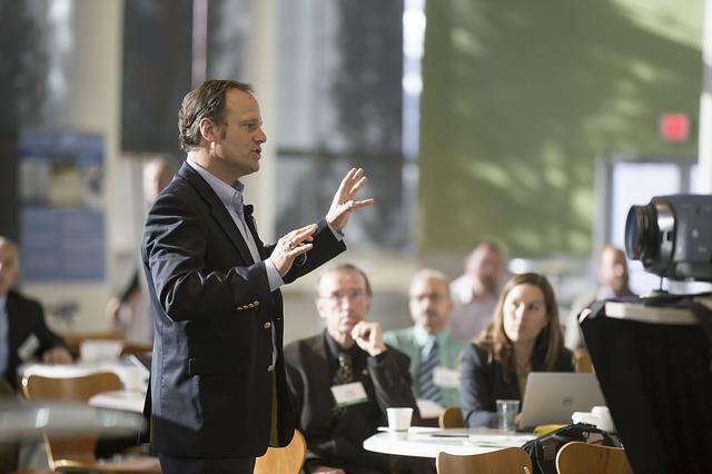 Come parlare in pubblico e utilizzare al meglio la tecnologia